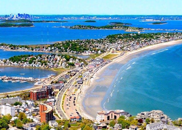 Pretty Oceanfront Retreat In New